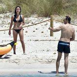 Javier Cárdenas y Paula Prendes en las playas de Ibiza
