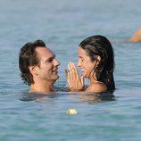 Javier Cárdenas y Paula Prendes, chapuzón en Ibiza