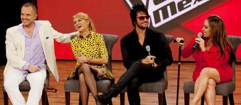 Miguel Bosé, Paulina Rubio, Beto Cuevas y Jenni Rivera durante la presentación del programa 'La Voz' en México