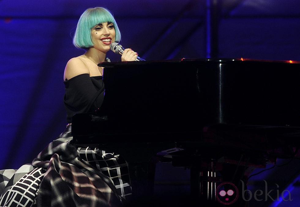 Lady Gaga en una actuación en Roma en 2011