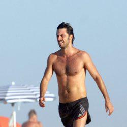 Hugo Silva con el torso desnudo