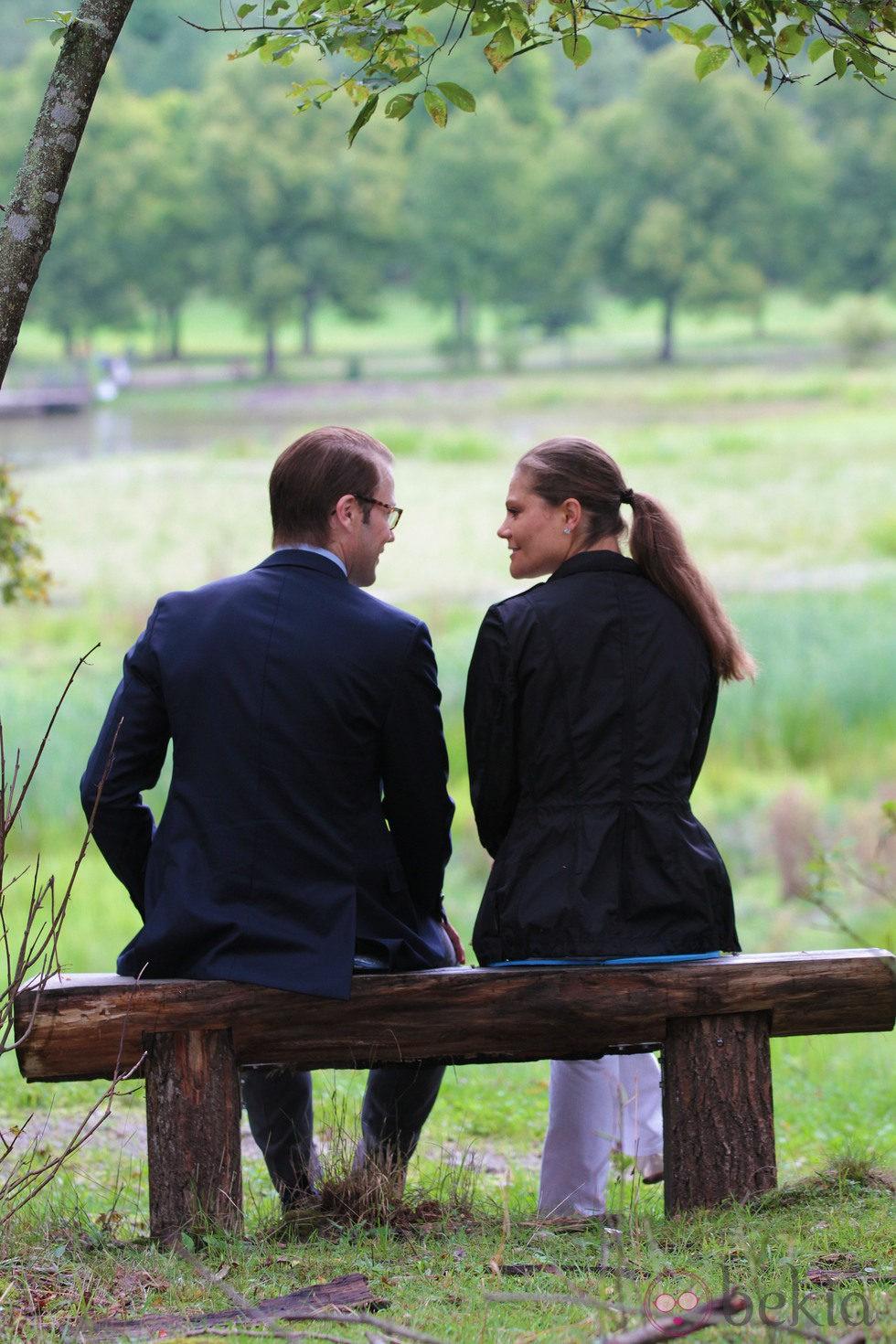 26704_victoria-daniel-suecia-enamorados-inauguracion-sendero-amor.jpg