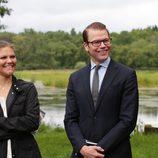 Los felices y enamorados Príncipes de Suecia en la inauguración del 'sendero del amor'