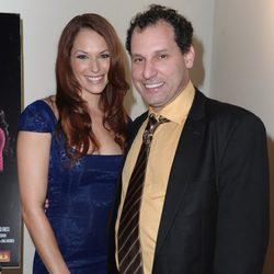 Amanda Righetti junto a su marido Jordan Alan