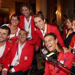 La Infanta Elena, Felipe y Victoria de Marichalar con los deportistas paralímpicos en Londres 2012