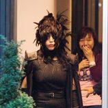 Lady Gaga vestida de cuervo en la ciudad de Helsinki