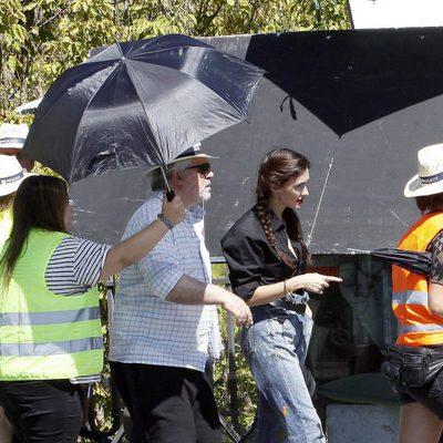 Pedro Almodóvar y Paz Vega en el rodaje de 'Los amantes pasajeros