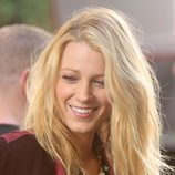 Una sonriente Blake Lively durante el rodaje de la sexta temporada de 'Gossip Girl'