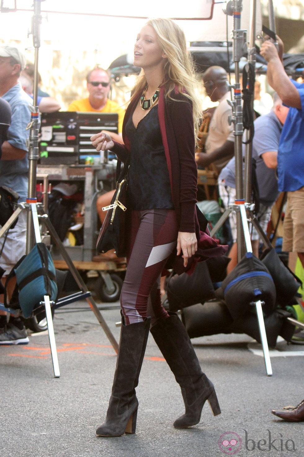 Blake Lively bromea con el equipo durante el rodaje de la sexta temporada de 'Gossip Girl'