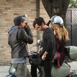 Blake Lively y Penn Badgley durante el rodaje de la sexta temporada de 'Gossip Girl'