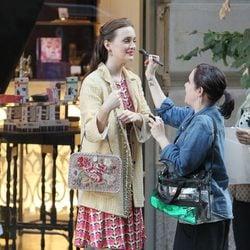 Leighton Meester se maquilla en un momento del rodaje de la sexta temporada de 'Gossip Girl'