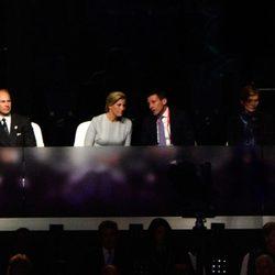 La Reina, los Condes de Wessex y David y Samantha Camaron en la apertura de los Paralímpicos de Londres 2012