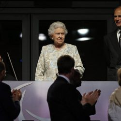 La Reina Isabel y el Príncipe Eduardo, aplaudidos en la apertura de los Juegos Paralímpicos de Londres 2012