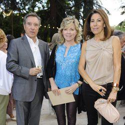 Iñaki Gabilondo, Pilar del Castillo y Lola Carretero en el desfile de DELPOZO