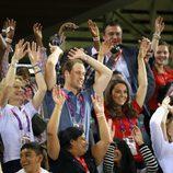 Los Duques de Cambridge hacen la ola en los Juegos Paralímpicos de Londres 2012