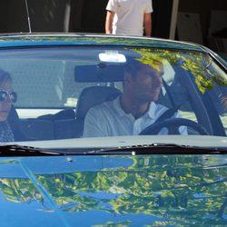 Los Duques de Palma en su Golf saliendo de su casa de Pedralbes