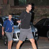 Iñaki Urdangarín y su hijo Juan camino del Real Club de Tenis Barcelona