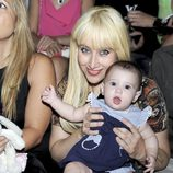 Geraldine Larrosa 'Innocence' con su hija Scarlett en la Fashion Week Madrid