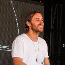 David Guetta pinchando en una fiesta en Las Vegas