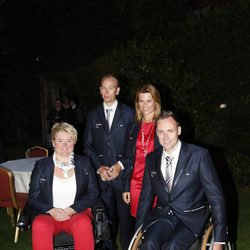 Marta Luisa de Noruega con los deportistas paralímpicos de su país en Londres 2012