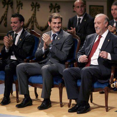 Xavi Hernández, Iker Casillas y Vicente del Bosque en los Premios Príncipe de Asturias 2010