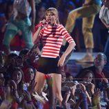 Taylor Swift actuando en la gala de los MTV Video Music Awards 2012