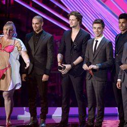 Rebel Wilson y The Wanted en la gala de los MTV Video Music Awards 2012