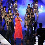 Rihanna actuando en la gala de los MTV Video Music Awards 2012