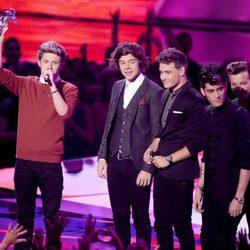 Los One Direction recogen su premio en la gala de los MTV Video Music Awards 2012