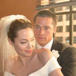 Brad Pitt y Angelina Jolie vestidos de novios