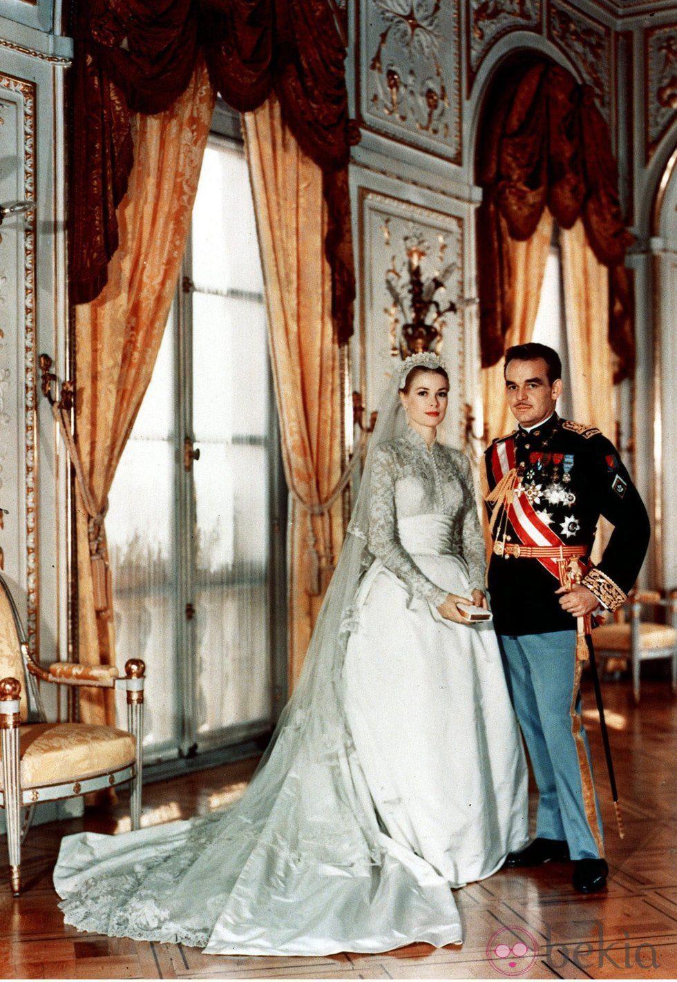 Rainiero de Mónaco y Grace Kelly el día de su boda
