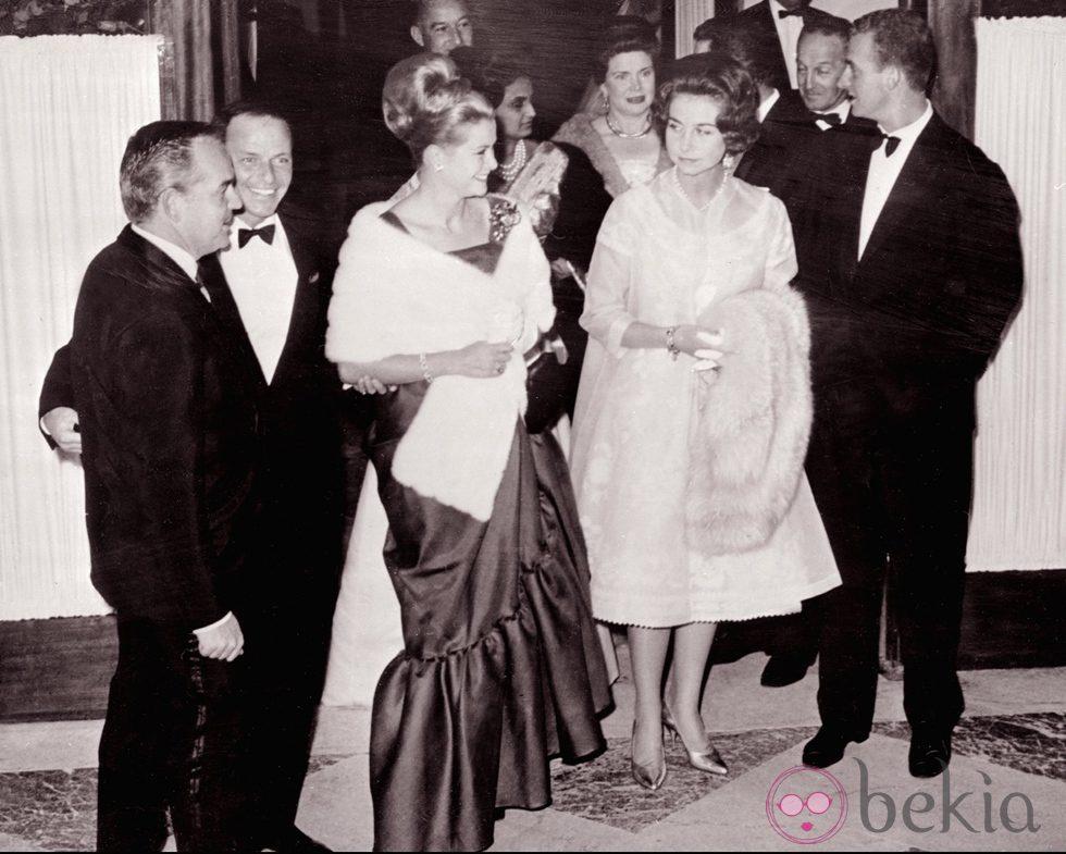 Rainiero y Grace de Mónaco con los Reyes Juan Carlos y Sofía y Frank Sinatra en 1962