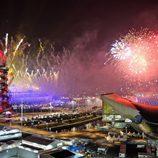 Fuegos artificiales en el parque olímpico en la clausura de los Juegos Paralímpicos de Londres 2012