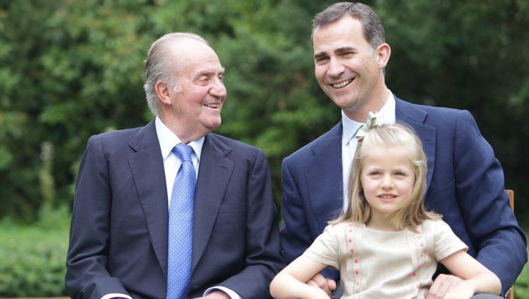 El Rey Don Juan Carlos, el Príncipe Felipe y la Infanta Leonor