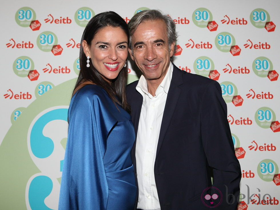 Imanol Arias e Irene Meritxell en la clausura del FesTVal de Vitoria 2012