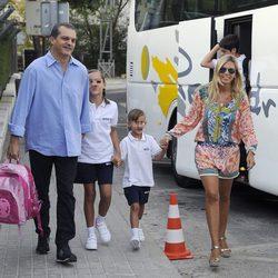 Ramón García y Patricia Cerezo llevan a sus hijas al colegio