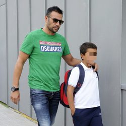 Mami Quevedo lleva a sus hijo al colegio