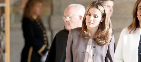Doña Letizia muy pensativa durante su visita al Escorial