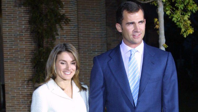 El Príncipe Felipe y Letizia Ortiz en el anuncio oficial de su compromiso en 2003