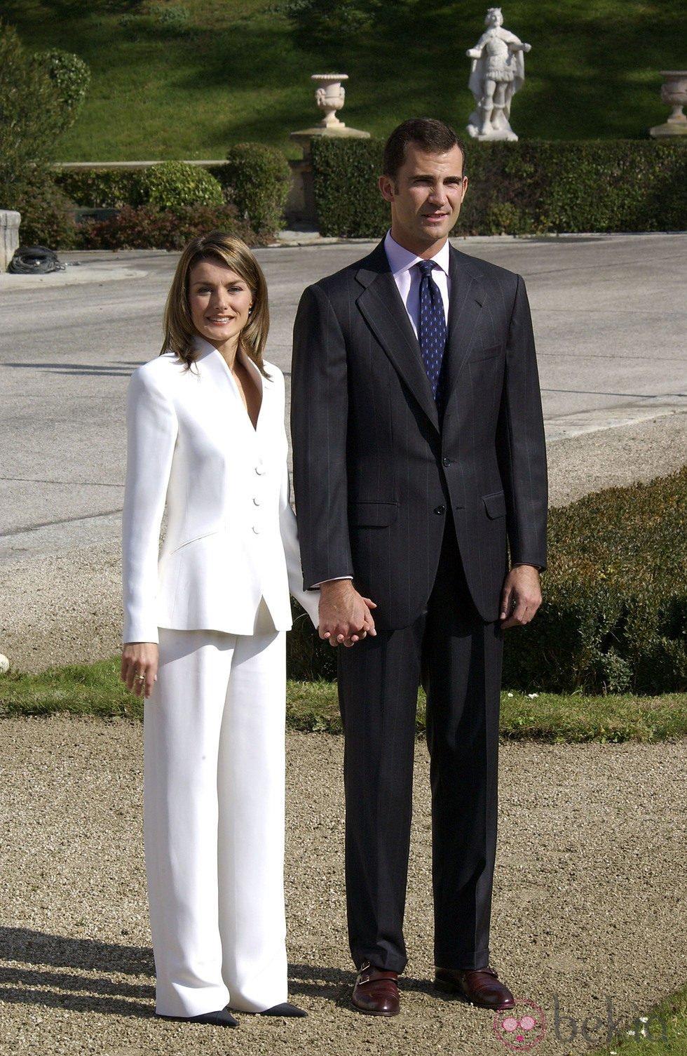 El Príncipe Felipe y Letizia Ortiz en la pedida de mano en 2003