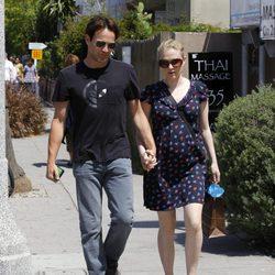 Anna Paquin pasea su embarazo junto a su marido Stephen Moyer
