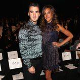 Kevin Jonas y su mujer Danielle Deleasa en el front row de la Semana de la Moda de Nueva York