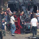 Chris Hemsworth en un descanso del rodaje de 'Thor: The Dark World'
