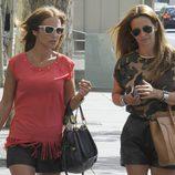Paula Echevarría se va de compras por Madrid con una amiga
