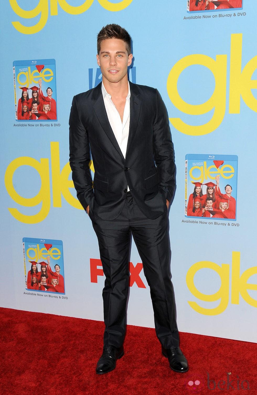 Dean Geyer presenta la cuarta temporada de 'Glee'