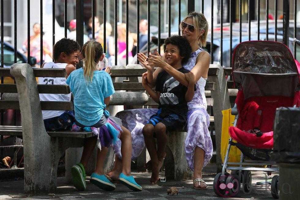 Heidi Klum se divierte con sus cuatro hijos
