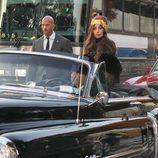 Lady Gaga llega a la presentación de su fragancia 'Fame' en un coche clásico