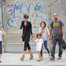 Pep Guardiola y Cristina Serra con sus hijos en Nueva York