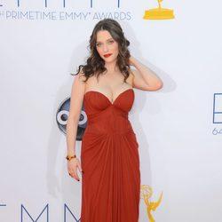 Kat Dennings en los Emmy 2012