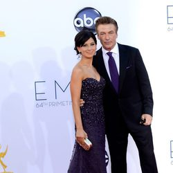 Alec Baldwin e Hilaria Thomas en los Emmy 2012